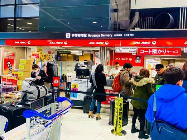 成田空港コート預かりサービスカウンター