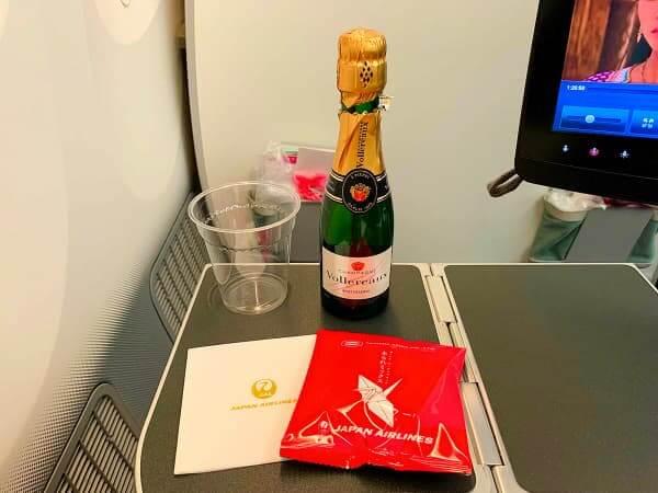 JALプレミアムエコノミー シャンパン