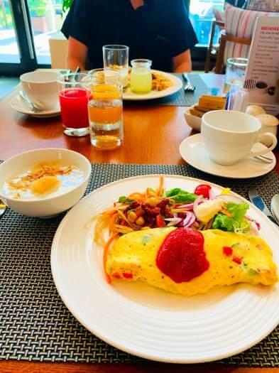 プルマンダナン 朝食 オムレツ