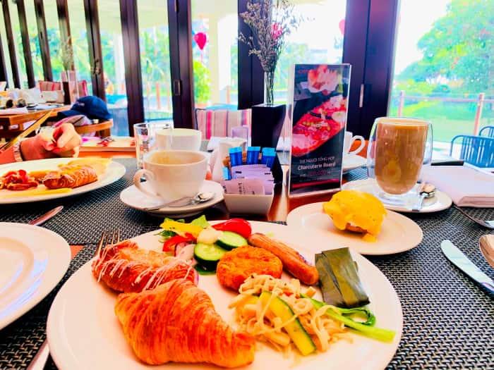 プルマンダナン 朝食 パン コーヒー