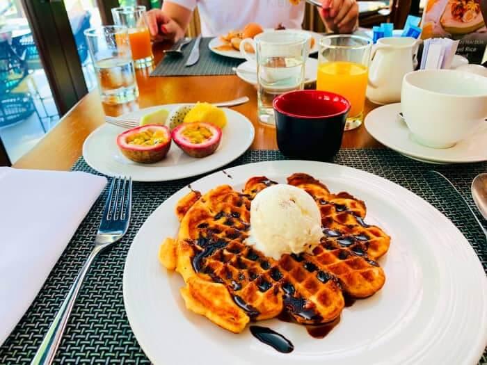 プルマンダナン 朝食 ワッフル