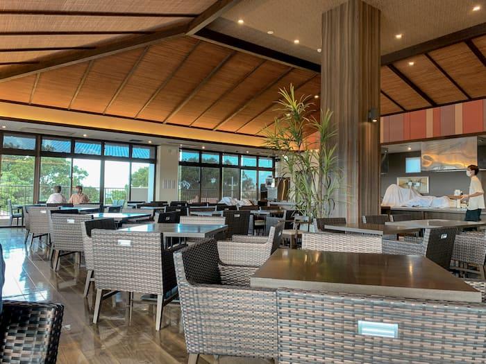 グランヴィリオリゾート石垣島ヴィラガーデンレストラン内装