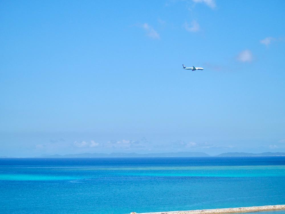 サザンビーチホテル&リゾート沖縄飛行機と海
